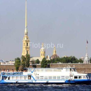 Теплоход Москва-125-внешний вид