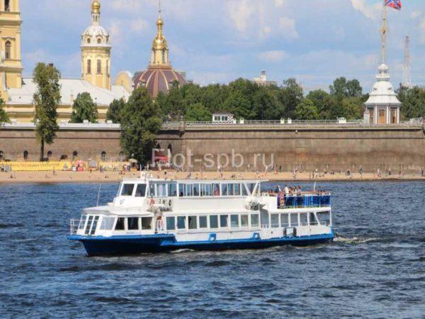 Теплоход Москва-3-внешний вид